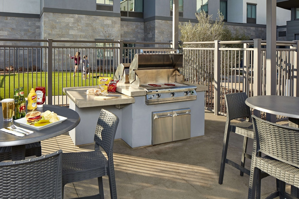 Terrace/Patio, Homewood Suites by Hilton Long Beach Airport
