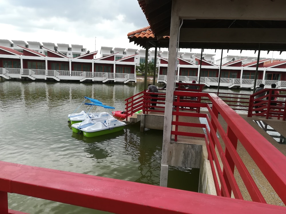 Boating, Tasik Villa International Resort