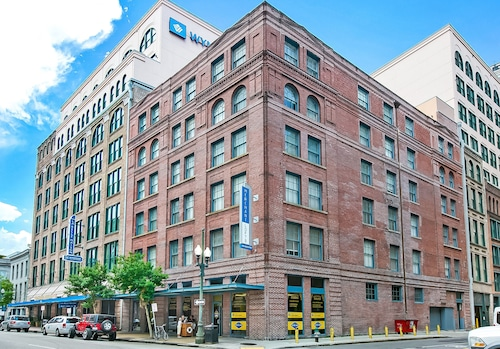 Gorgeous 1BR's in Merchant Lofts by Hosteeva