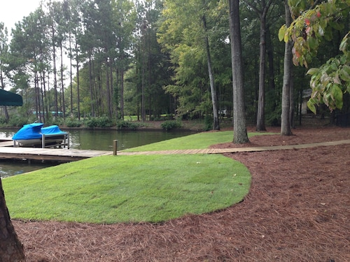 Lake Oconee Waterfront Home! Pet Friendly, Child Friendly Fenced in Backyard!