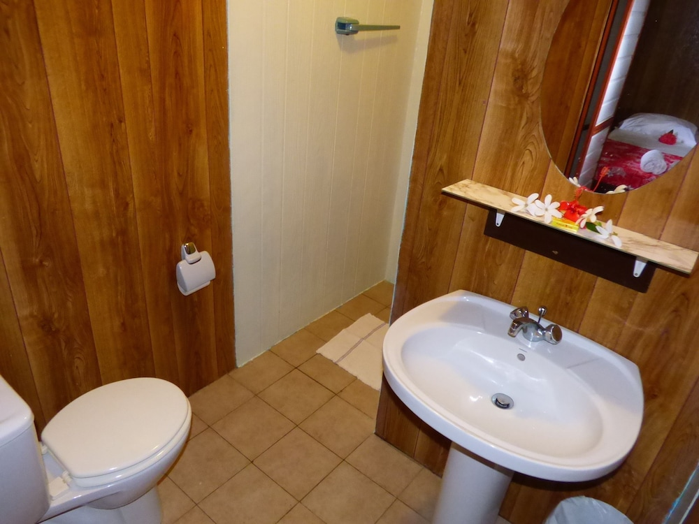 Bathroom, Pension TE MAEVA