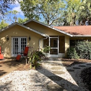 Light-filled 1 Br,1 BA Cottage W/kitchen Close to Ringling Museum and Beaches
