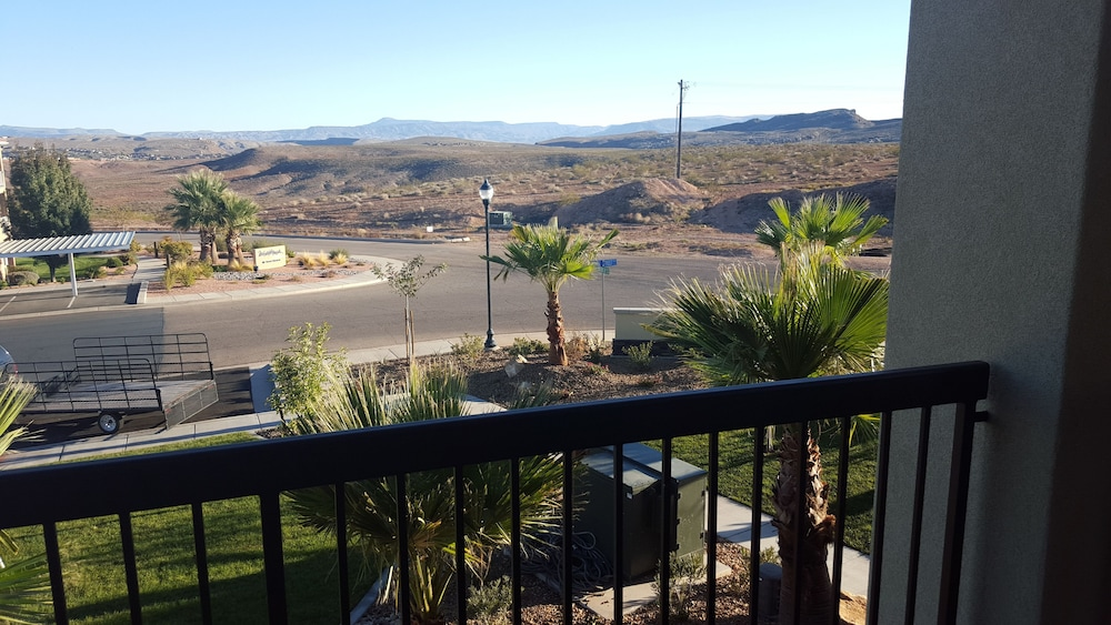 Balcony, Estancia Resort! New Beauty in St George With Heated Pool and Pickleball