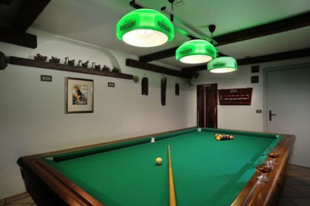 Billiards, Hotel Plaza
