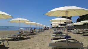 Sabbia bianca, un bar sulla spiaggia