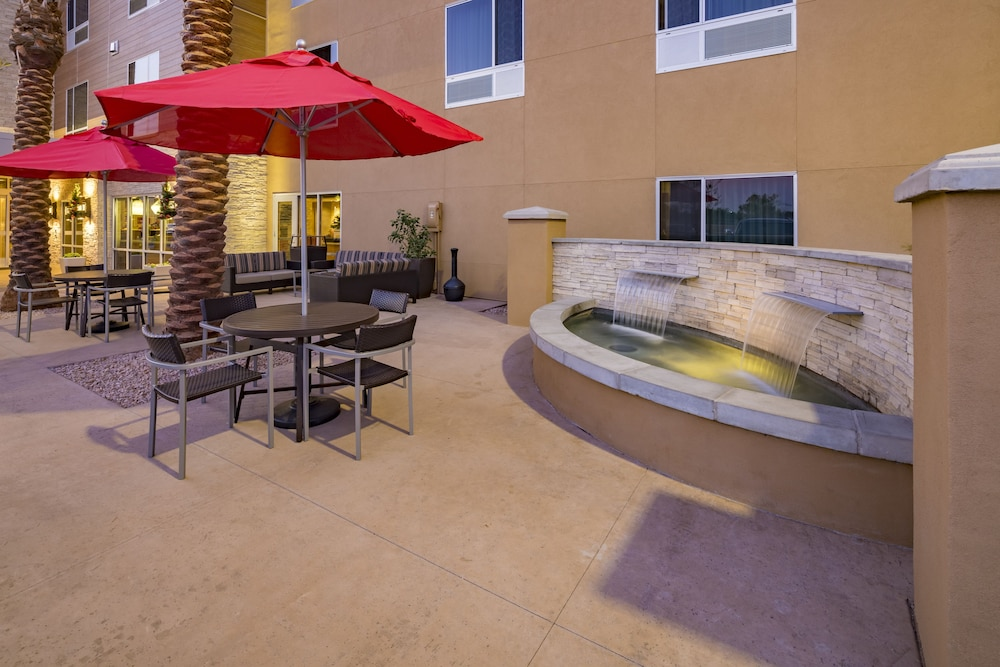 Terrace/Patio, TownePlace Suites by Marriott Phoenix Chandler/Fashion Center
