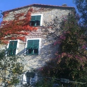 Rapallo: Rapallo: Il Casone : Beautiful Restored Country House Near Portofino and Beaches, 2-5 Sleeps, Terraces, Pergola, Garden, View, tv, Wifi, Pets ok
