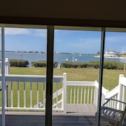 Beautiful 2 Bedroom Waterfront House Overlooking Lemon Bay