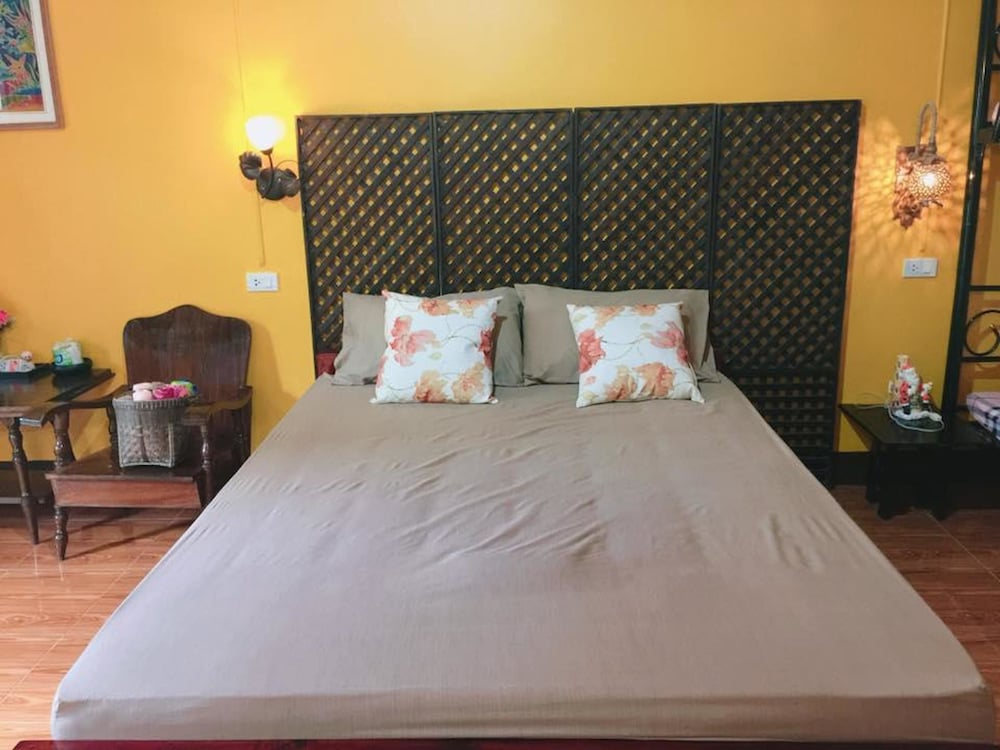 Reng Ta Chai Boutique Homestay: 2018 Room Prices, Deals & Reviews ...
