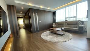 Flat-screen TV, heated floors