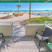 Direct Oceanfront and Poolside Cabana Condo !