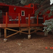 Caboose Suite Sleeps 2-3, Cascade Room Sleeps 2