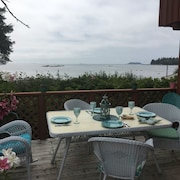 Gorgeous Ocean Front Cottage Looking out at the Broken Islands *pet Friendly*