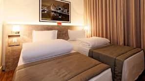 Minibar, värdeförvaringsskåp på rummet och mörkläggningsgardiner