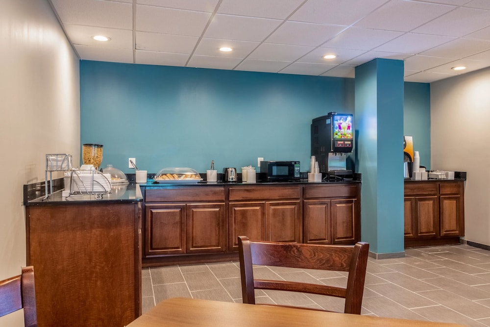 Breakfast Area, Econo Lodge East Ridge