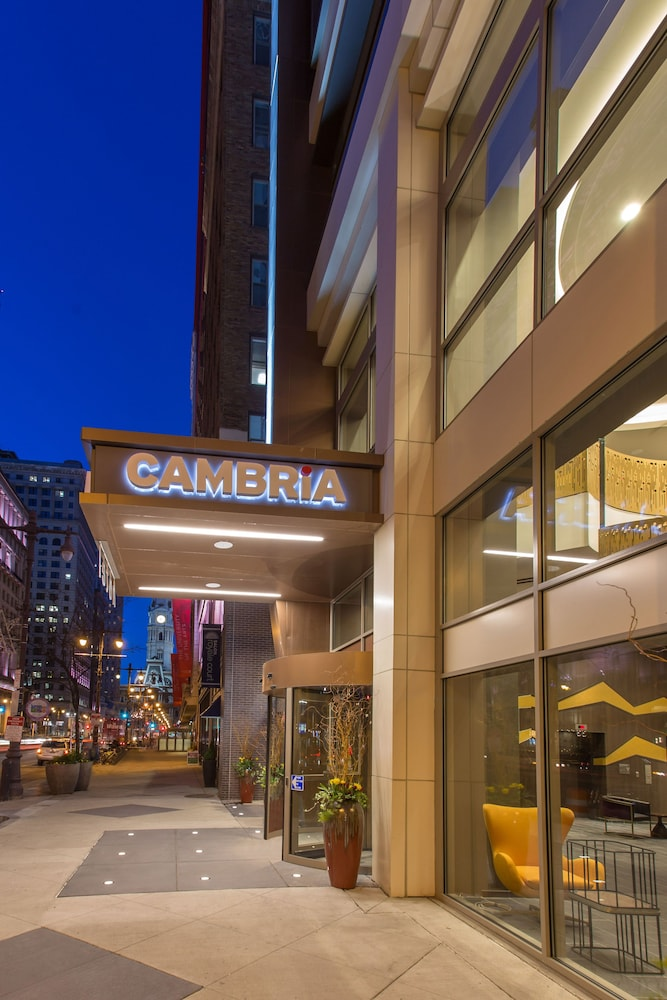 Property Entrance, Cambria Hotel Philadelphia Downtown Center City