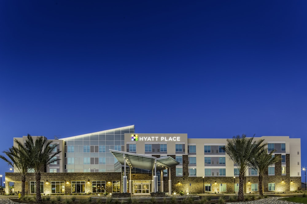 Front of Property, Hyatt Place Delano