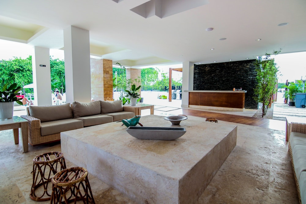 Lobby Sitting Area, Beach Rock Condo Boutique