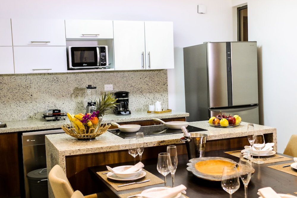 Private Kitchen, Beach Rock Condo Boutique