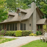 FroggyBottom on the River - 3 Br home by RedAwning
