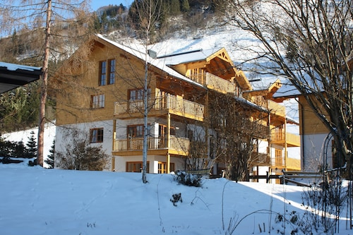 Luxury 3 bed Apartment With Large Sunny Balcony, Stunning Mountain Views and Spa
