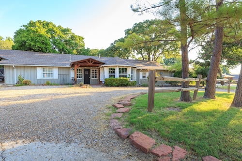 Beautiful Large Bungalow in the Heart of Edmond