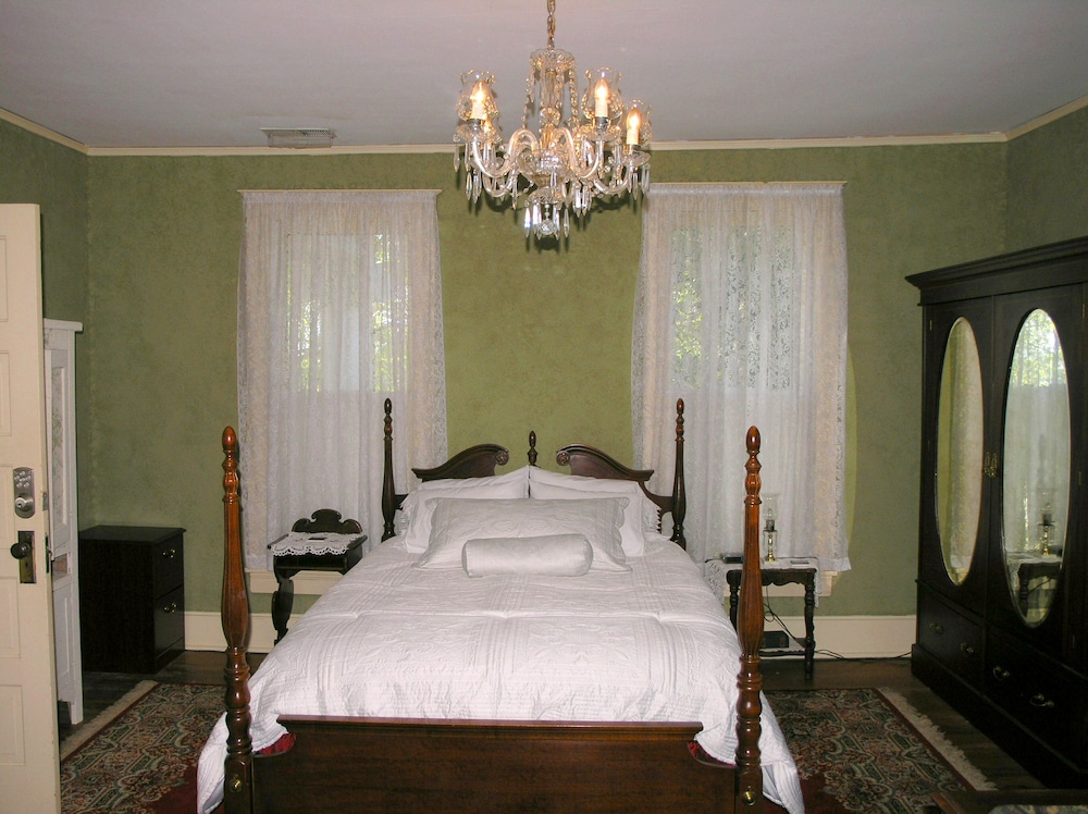 Room, Magnolia Grove Bed And Breakfast