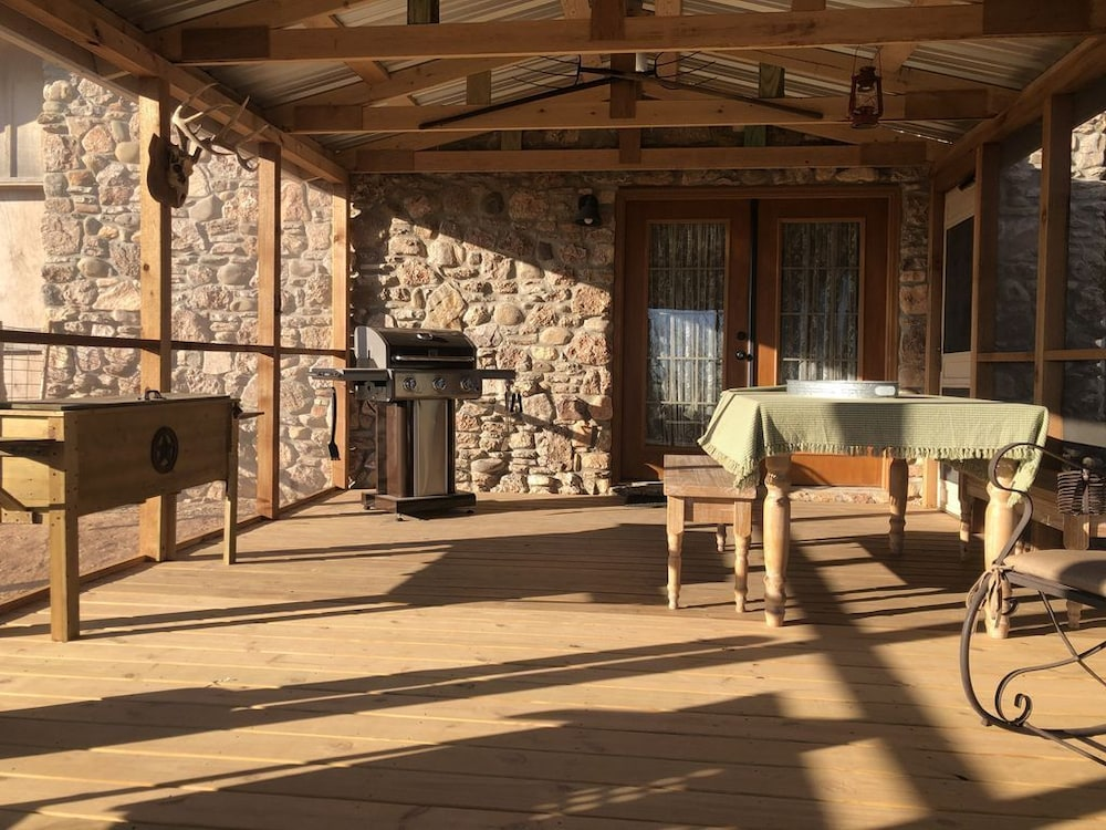 , Rare Find AT Palo Duro Canyon! Large,, Rustic, Secluded Cabin Sleeps 2, 5 or 9