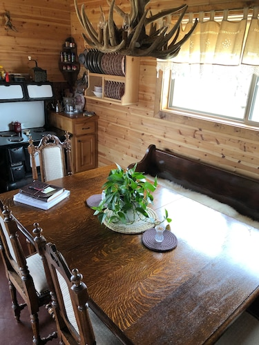 In-Room Dining, Rare Find AT Palo Duro Canyon! Large,, Rustic, Secluded Cabin Sleeps 2, 5 or 9