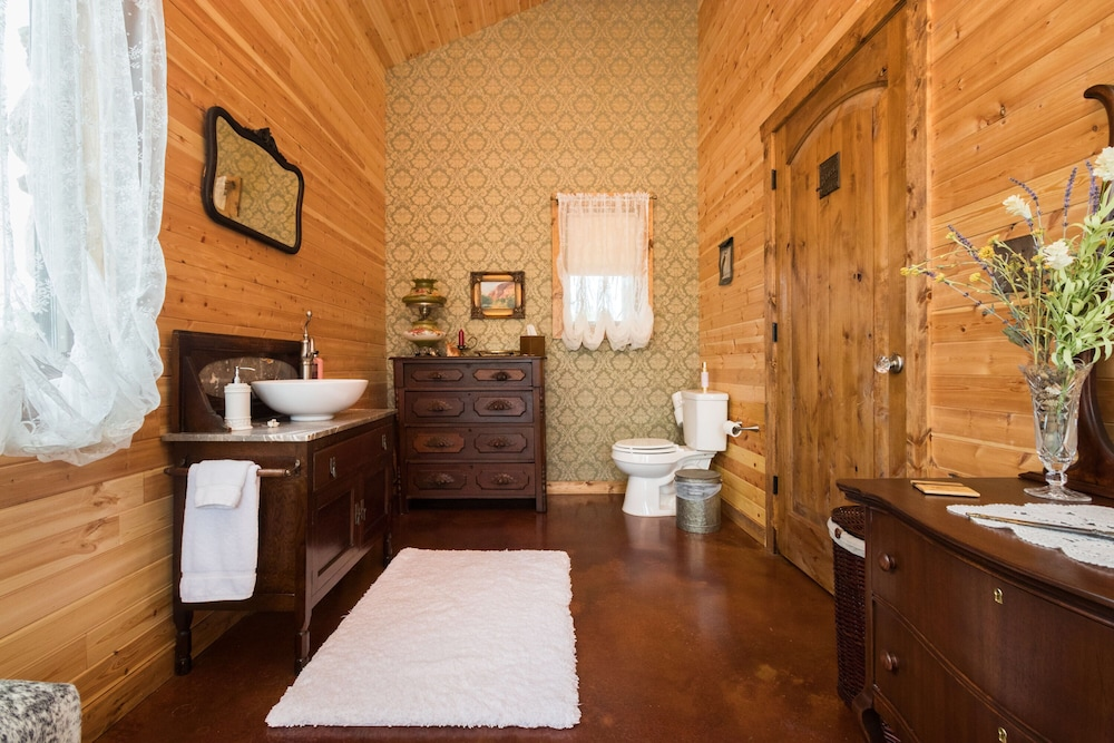Bathroom, Rare Find AT Palo Duro Canyon! Large,, Rustic, Secluded Cabin Sleeps 2, 5 or 9
