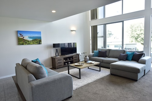 Modern Two Bedroom Epsom Apartments