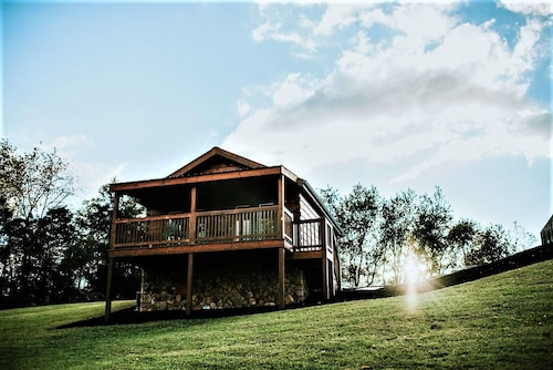 Hawksbill Retreat Cabin 8 Hot Tub Mountain View Beautiful 45 Acres Near Luray VA