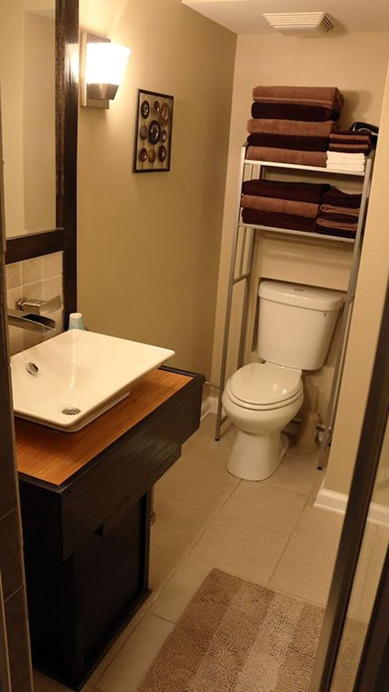 Bathroom, Nashville Booking Alert Please Contact us Directly for Specific Dates