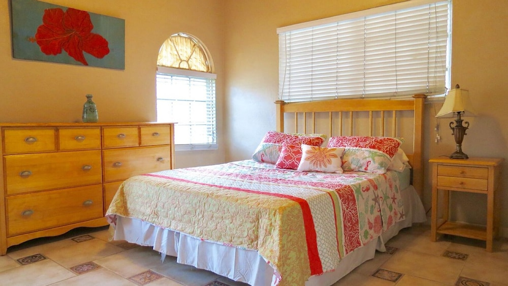 Room, 'beautiful And Modern, Comfort And Convenience With Island Flair!'