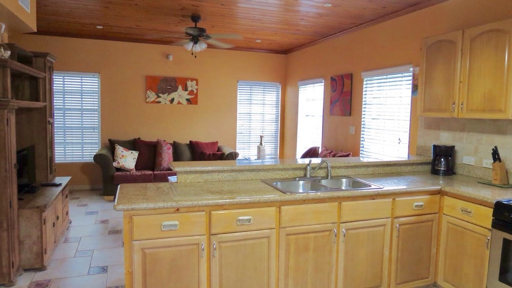 Private Kitchen, 'beautiful And Modern, Comfort And Convenience With Island Flair!'