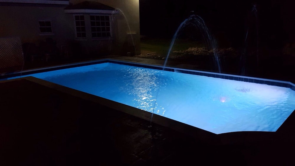 Pool, 'beautiful And Modern, Comfort And Convenience With Island Flair!'