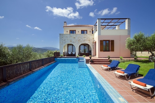 Villa Katerina:an Ideally Located Villa With Heated Pool,to Explore West Crete!!