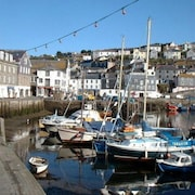 Seaview Cottage Overlooking Harbour With Garden & Parking. Family & pet Friendly