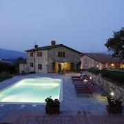 Panoramic Villa Located in the Centre of Tuscany With Heated Pool