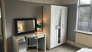 2 bedrooms, desk, blackout curtains, free WiFi