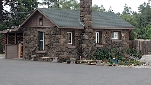 Cozy Private Cabin Within Flagstaff City Limits~freestanding Guesthouse