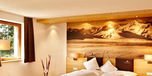Hotels near Adventure Park Kronaction, Schwaz: Find Cheap
