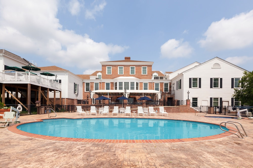 Outdoor Pool, Virginia Crossings Hotel, Tapestry Collection by Hilton
