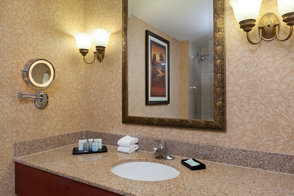 Bathroom, Virginia Crossings Hotel, Tapestry Collection by Hilton