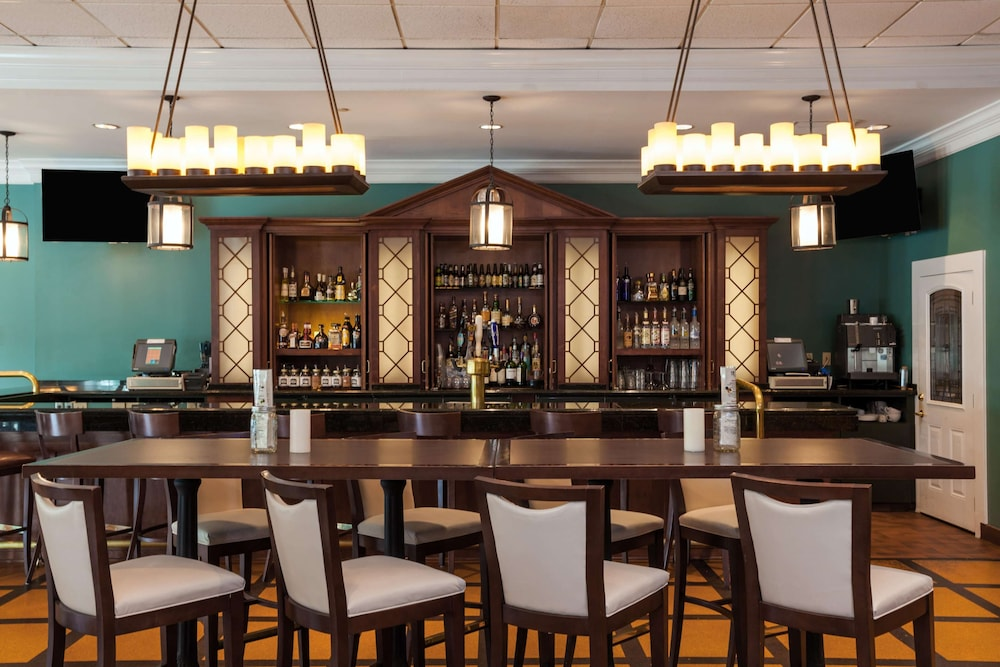 Bar, Virginia Crossings Hotel, Tapestry Collection by Hilton