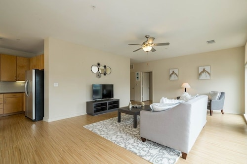 Great Place to stay Apartment 562 m From the Center of Austin With Pool, Air Conditioning, Lift, Washing Machine near Austin