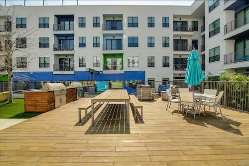 Great Place to stay Apartment 78 m From the Center of Austin With Internet, Pool, Air Conditioning, Lift near Austin