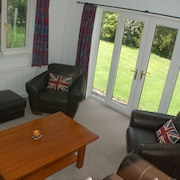 Farm Cottage -charming Holiday Cottage in Bramhall Stockport Cheshire SK7 1RB