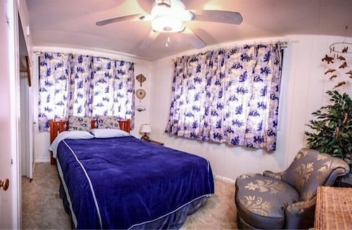 The Beach House Makaha 0 Out Of 5 Featured Image Guestroom