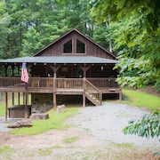 Log Cabin Only 15 Minutes to Blue Ridge, GA! 3 Bedrooms, Plus Loft!